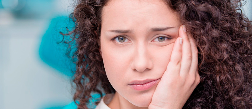 Отек, боли и швы после имплантации зубов